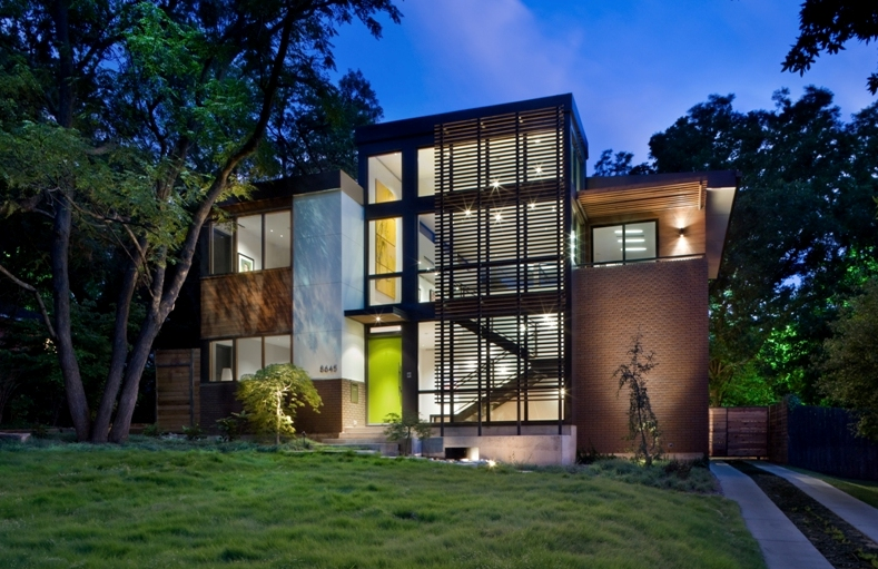 Green labron house redefines envirochic for Modern home builders dallas